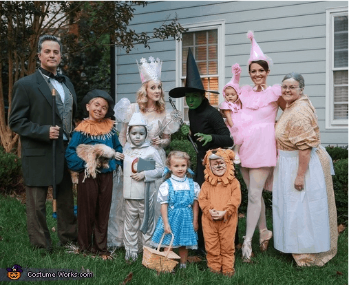 do you love the idea of dressing your whole family up as an adorable themed group