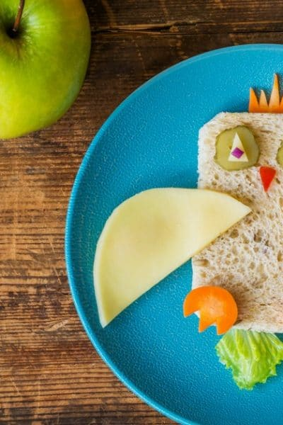 We've all seen the amazingly creative lunches those other moms are packing for their kids. And if you're anything like me, you've felt like a really crummy mom after seeing those and remembering the basic PBJ you threw together for your kid's school lunch this morning. But what if we reexamined our priorities and how we spent our time? #schoollunch #easylunches #cutelunches #kidslunches